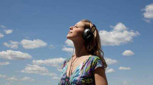 Ouvir-música-gospel-é-uma-forma-de-estar-perto-de-Deus